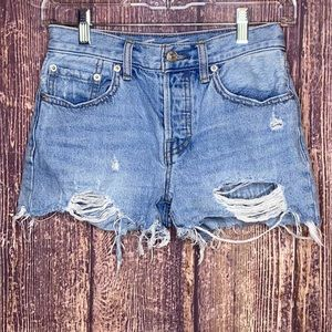 FREE PEOPLE Sophia light wash button fly shorts 24